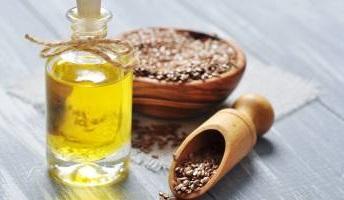 Dekolt bez zmarszczek – olej lniany na zmarszczki